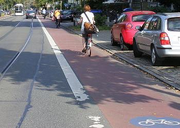Radfahrstreifen. ©Ulamm / CC BY-SA 3.0 (via Wikimedia Commons)