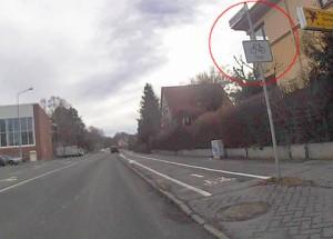 Suggerierung benutzungspflichtiger Radwege, um die Räder von der Straße zu bekommen. Nicht selten unter dem positiven Deckmäntelchen der Sicherheit. Foto: M.Stoß/G. Köpke